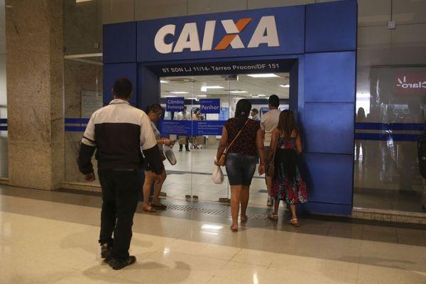 O governo também orienta os segurados do INSS a evitar ir aos bancos para sacar seus benefícios. O INSS vai autorizar o saque por terceiro. Crédito: José Cruz/Agência Brasil