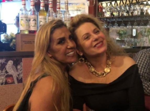 A dançarina e ex-chacrete Rita Cadillac e a atriz Vera Fischer: noite de cultura com Festival de Cinema de Vitória e esquenta para o Viradão Vitória 2019 no Centro da Capital capixaba. Crédito: Reprodução/Instagram