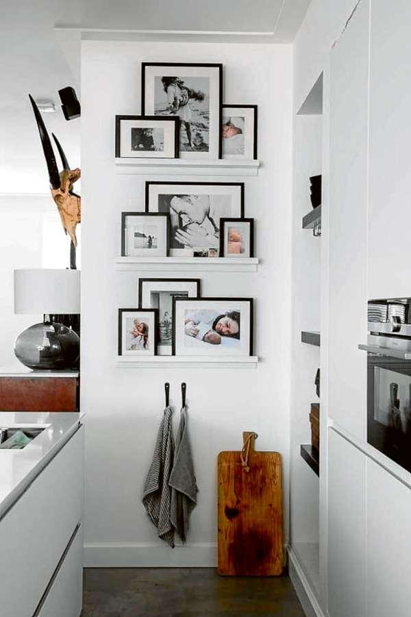 Fotografias do casal espalhadas pela casa equivalem a qualquer outro item de decoração que represente a personalidade dos dois, além de conferir charme aos espaços. Crédito: Pinterest