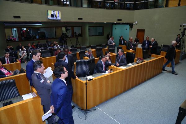 Sessão da tarde na Assembleia, que acabou sendo interrompida.. Crédito: Tatiana Beling