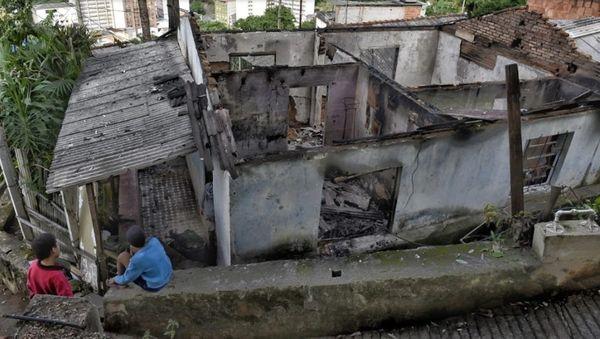 Casa da família Ferreira, que tomava conta do Morro da Piedade, em Vitória, após o incêndio causado por bandidos do PCV. Crédito: Fernando Madeira