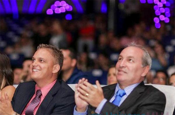 Carlos Nataniel Wanzeler e Carlos Roberto Costa , donos da Telexfree, em evento da empresa realizado em cruzeiro, em 2013
