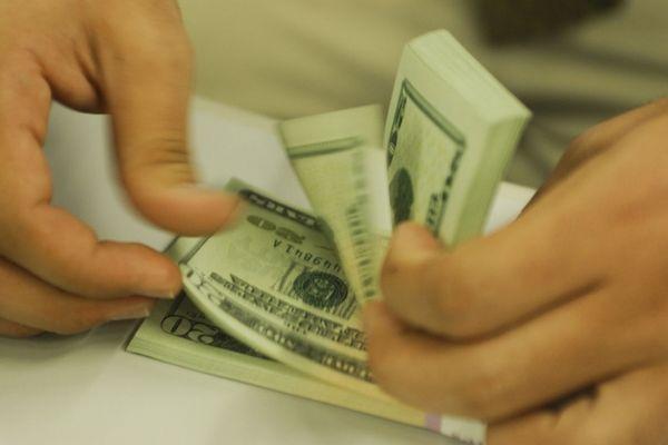 No ano, o dólar já sobe 9,46%. Crédito: Marcello Casal JrAgência Brasil