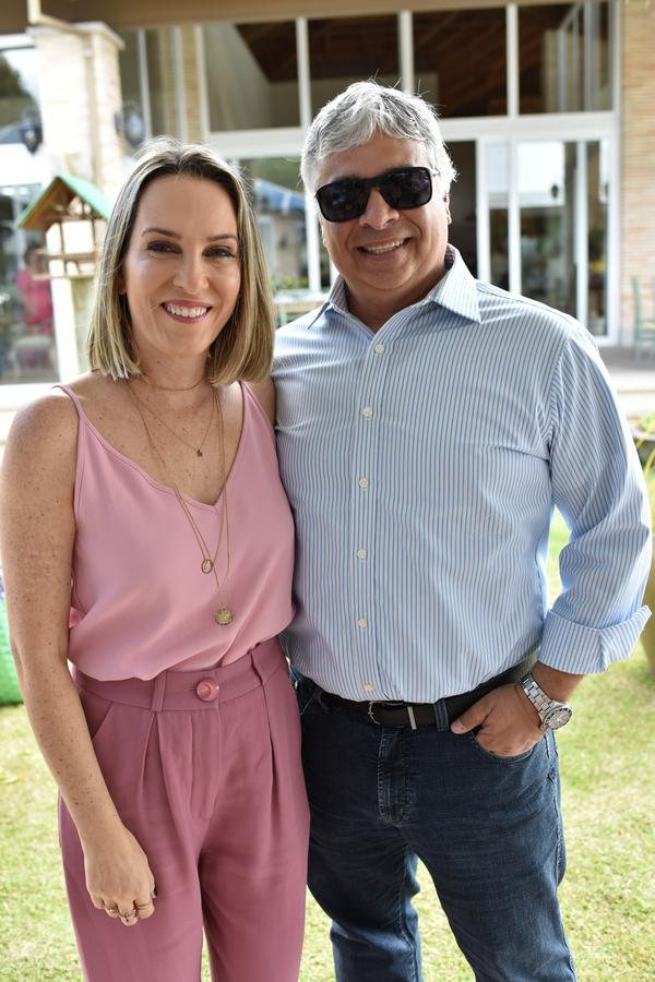 Almoço. Geórgia e Fabio Brasileiro: celebrando em Pedra Azul.. Crédito: Mônica Zorzanelli