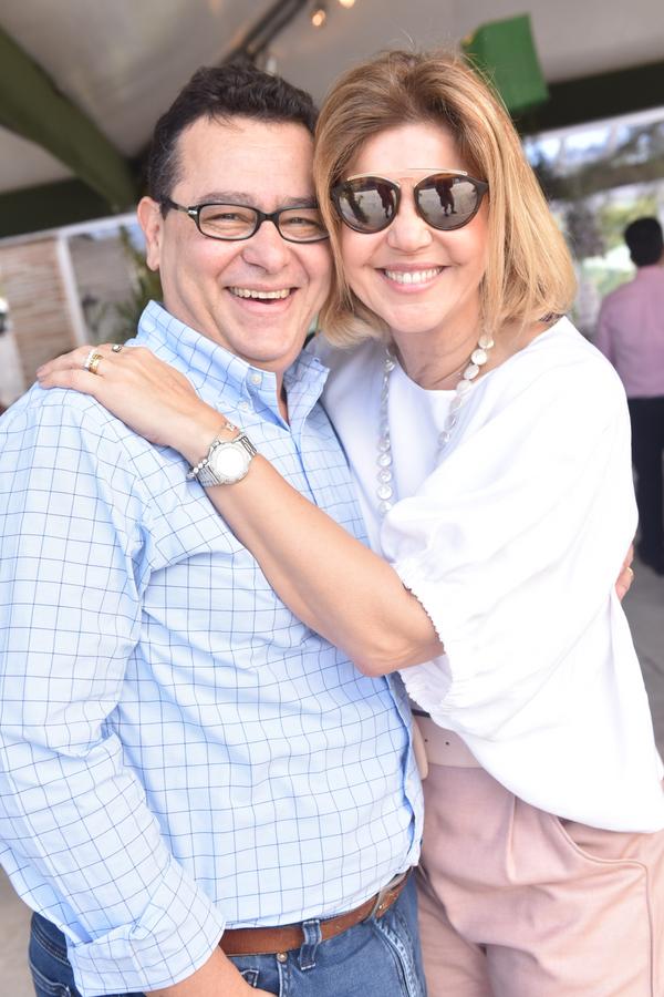 Queridos de RR. Edinho e Ivana Ruy: em almoço na Pedra Azul.. Crédito: Mônica Zorzanelli