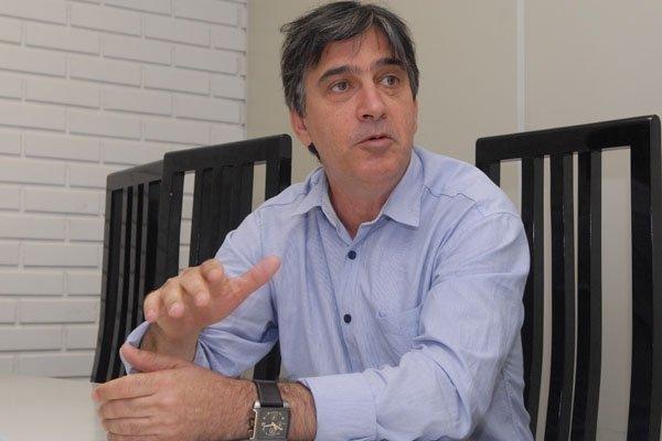 Edson Magalhães, prefeito de Guarapari
