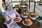 Nique Ribeiro abriu sua casa de bolos artesanais em loja no térreo de um prédio, na avenida Saturnino Rangel Mauro, em Itaparica. Crédito: Rodrigo Gavini