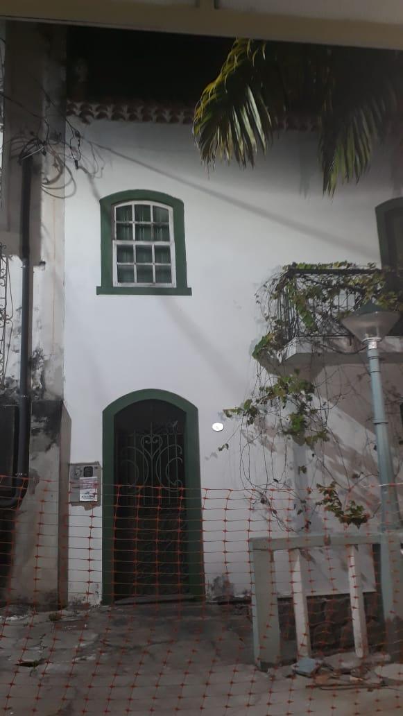 Segundo moradores da Escada Acyr Guimarães, há mais de 10 anos ninguém habita este imóvel. Crédito: Divulgação