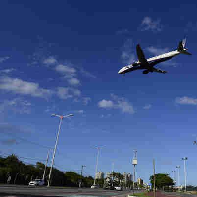 11/10/2019 - Avião se preparando para aterrissar no aeroporto de Vitória/ES