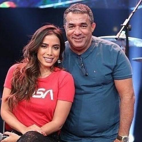 A cantora Anitta e o pai, Mauro Machado, o Painitto. Crédito: Reprodução/Instagram @painitto