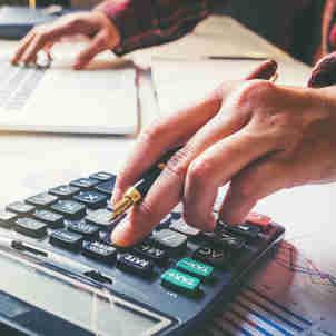 Calculadora, dívida, renegociação
