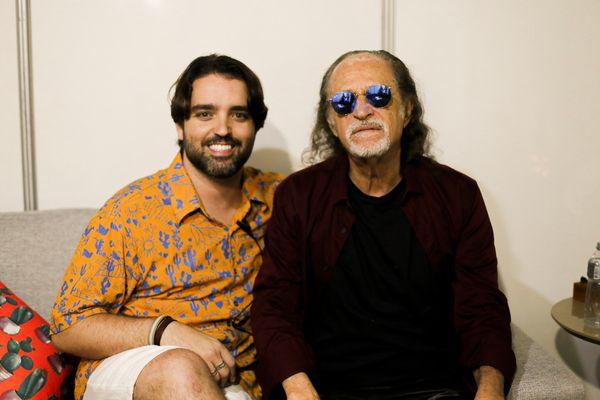 Show. Victor de Castro e Alceu Valença:no camarim do Exagerado Show. . Crédito: Almir Vargas
