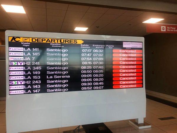 Com voos cancelados, brasileiros relatam caos no Aeroporto de Santiago. Crédito:  Karina Moessbauer/Reprodução/Twitter
