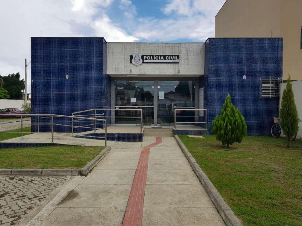 Bandidos levam R$ 25 mil de escritório de comercialização de café no ES