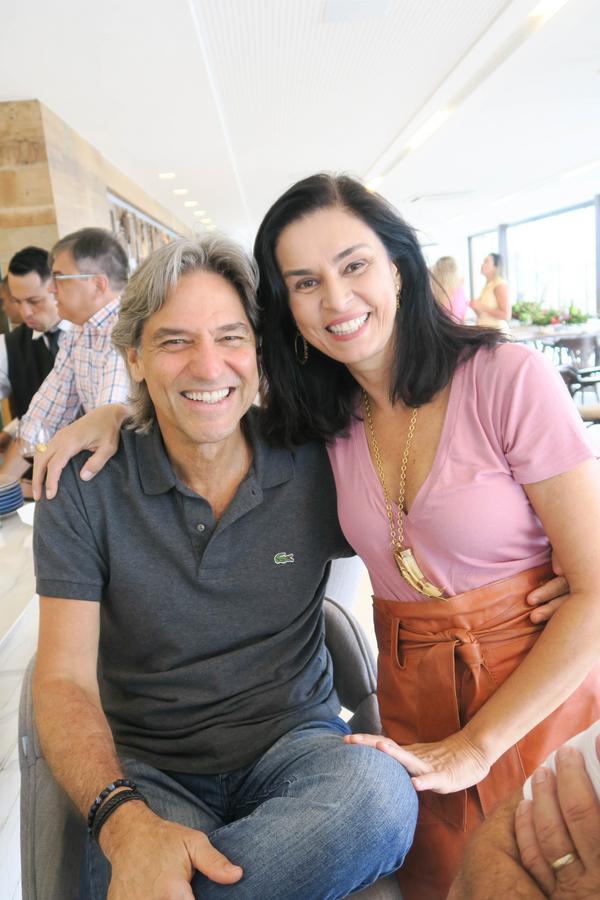 Almoço: Juninho e Daise Teixeira: convidados da Confraria das Onças, no último domingo (20), na Ilha do Frade.. Crédito: Mônica Zorzanelli