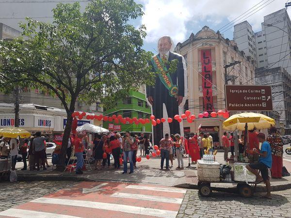 Boneco inflável de Lula apresentado no dia 5 de outubro durante Festival Lula Livre na