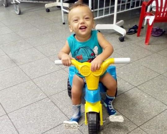 Brayan já chegou a ficar oito meses hospitalizado por causa de uma infecção. Crédito: Acervo Pessoal