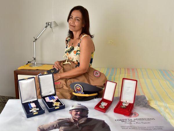 Esposa do bombeiro Cordeiro, que morreu quando resgatava um cachorro em Alfredo Chaves - Editoria: Cidades - Foto: Fernando Madeira - GZ