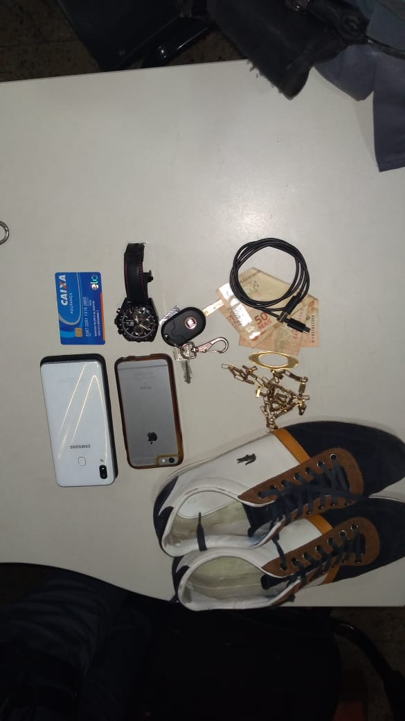 Objetos apreendidos com o motorista de aplicativo preso em Jardim da Penha. Crédito: Isaac Ribeiro