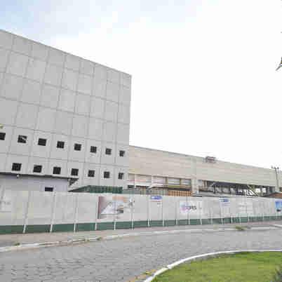 Data: 03/04/2019 - ES - Vitória - Cais das Artes por dentro da obra paralisada