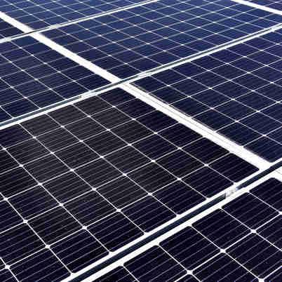 Data: 30/10/2019 - ES - Vitória - Placas fotovoltaicas instaladas na Ufes (Centro de Línguas) para geração de energia. Usina solar é a terceira maior do país e a maior do ES