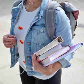 Estudante com livros