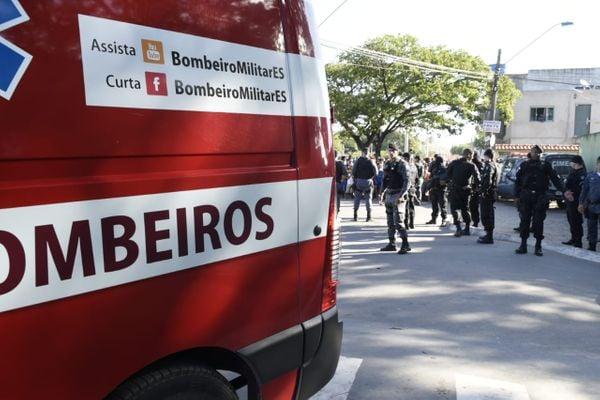 Corpo de Bombeiros e policiais no local da ocorrência. Crédito: Carlos Alberto Silva