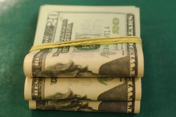 O dólar acumula alta de 18% ante o real no ano. Crédito: Marcello Casal Jr | Agência Brasil