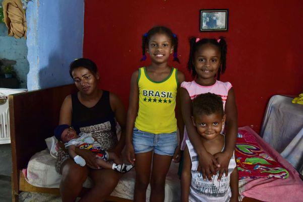 Jéssica e seus filhos atendem aos critérios, mas não recebem o Bolsa Família