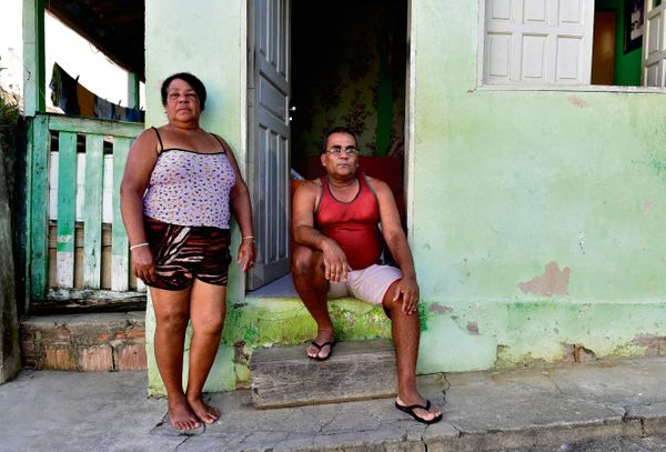 O casal Irani José de Lima Vermelles, 54, e Admilson Vermelles, 50, está há quase um ano sobrevivendo com os  R$ 272 do Bolsa Família