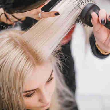 Para preservar a saúde dos cabelos aprenda a escolher a  escova certa para o seu tipo de cabelo