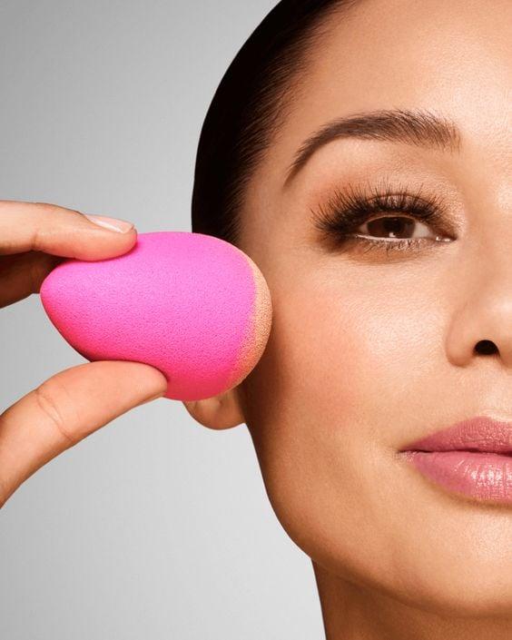 Esponjas para maquiagem: aprenda para que serve cada uma delas. Crédito: Pinterest