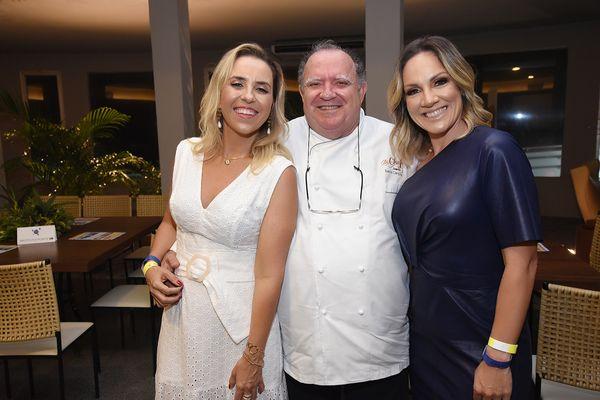 Jantar em prol do Instituto Ponte: Bartira Almeida, Juarez Campos e Roberta Drummond. Crédito: CLOVES LOUZADA