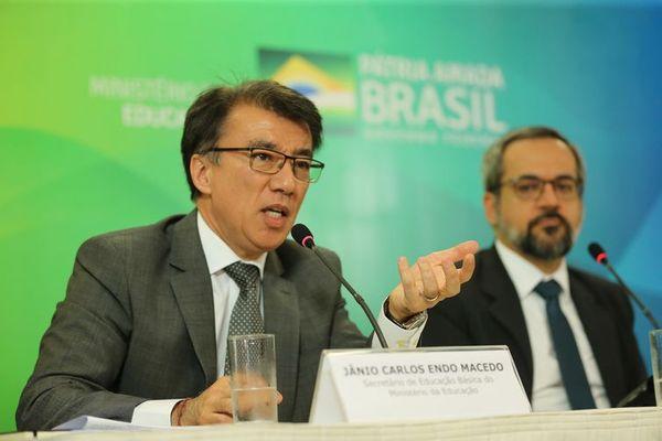 O secretário de Educação Básica, Janio Macedo, e o ministro da Educação, Abraham Weintraub. Crédito: José Cruz | Agência Brasil