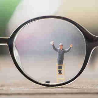 Veja a melhor forma de limpar as lentes do seu óculos de grau no quadro