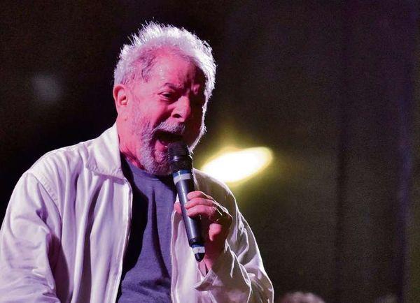 O ex-presidente Lula em discurso na Praça Costa Pereira, em Vitória. Crédito: Fernando Madeira - 04/12/2017