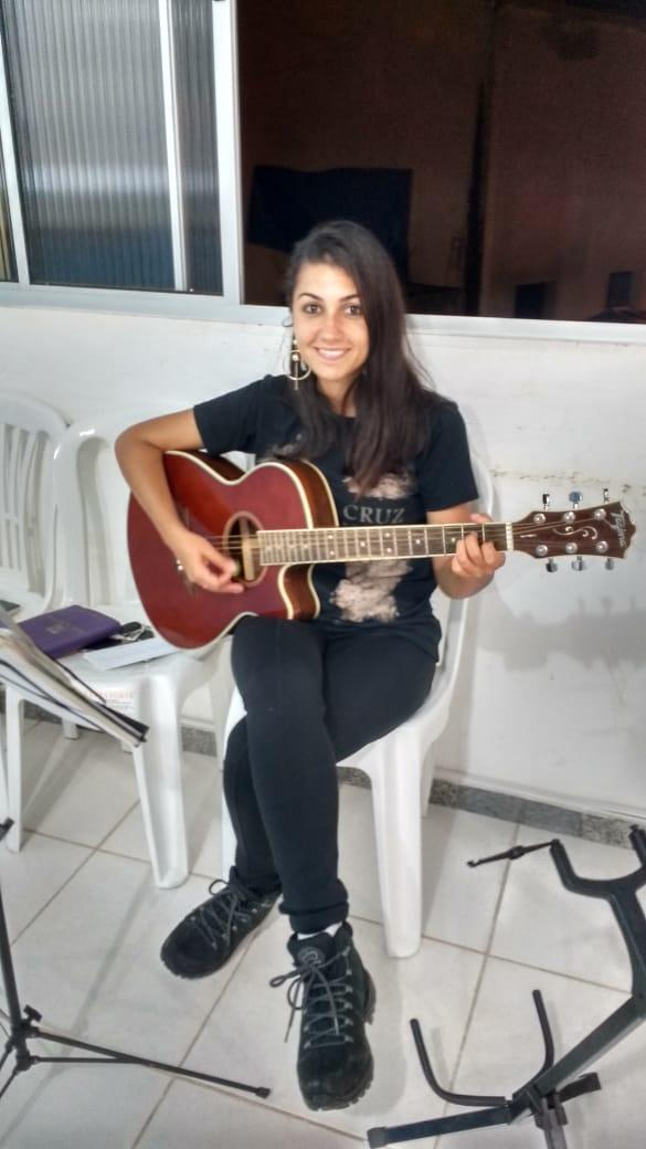A cantora capixaba Renata Ribeiro Cardoso desapareceu no último sábado (9) e foi encontrada nesta manhã. Crédito: Divulgação