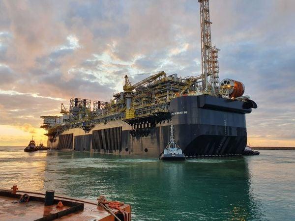 Petrobras começa produzir petróleo na P-68, plataforma construída ...