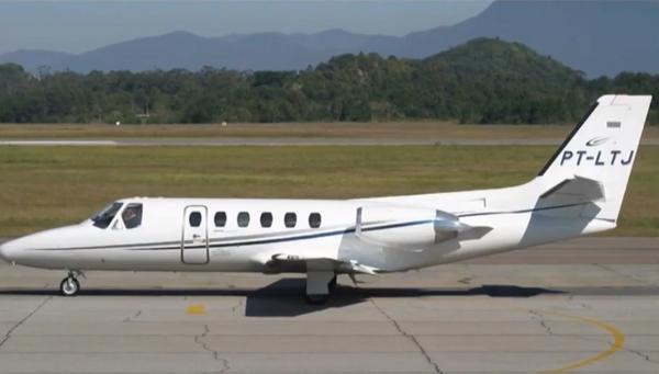 Avião é um bimotor Cessna AirCraft, de prefixo PT-LTJ, modelo 550, fabricado em 1981. Crédito: Reprodução/TV Globo