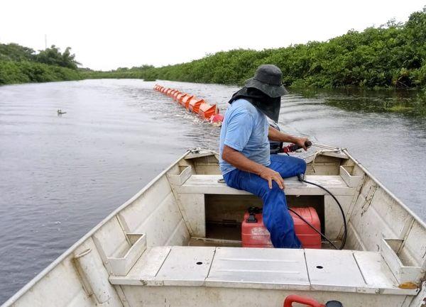 Foz do Rio Itaúnas, em Conceição da Barra, recebeu barreiras de contenção para evitar chegada de óleo. Crédito: Divulgação/Prefeitura de Conceição da Barra