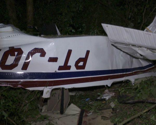 Avião caiu, em Cascavel, no domingo (17) . Crédito: RPC/Reprodução