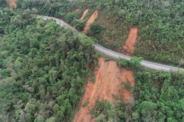 BR 262 por um fio. Imagem de drone, registrada em novembro de 2019, mostra um dos trechos com sérios problemas. Crédito: Luciney Araújo |TV Gazeta