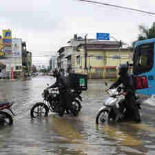 Data: 22/11/2019 - ES - Vila Velha - Alagamento na rua Luciano das Neves, Centro. Chuva na Grande Vitória - Editoria: Cidades - Foto: Vitor Jubini - GZ