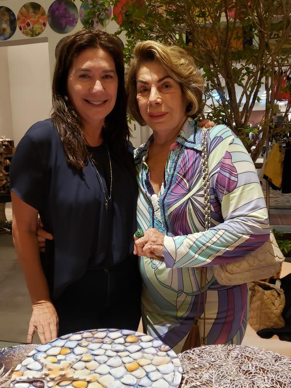 Sueli e Nilce Chieppe: em evento de arte e moda.. Crédito: Mônica Zorzanelli