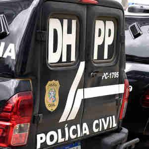 Segundo a Polícia Militar, dois suspeitos entraram pelos fundos da residência e bateram na porta chamando pela vítima. Ao abrir, o homem foi atingidos pelos disparos