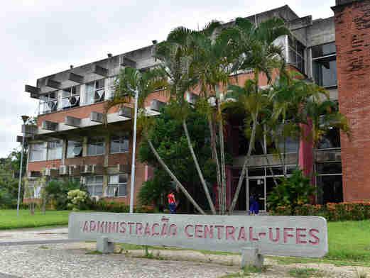 Data: 26/11/2019 - ES - Vitória - Prédio da Administração Central da UFES - Editoria: Cidades - Foto: Fernando Madeira - GZ