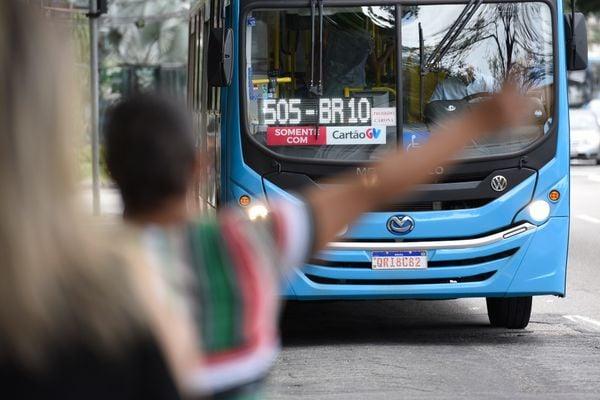 Ônibus do sistema Transcol. Crédito: Carlos Alberto Silva