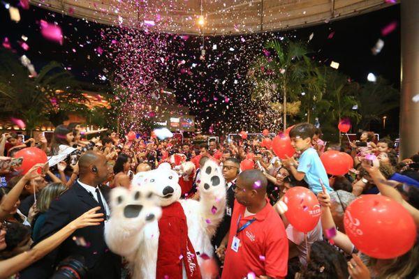 04/12/2019 - Festa na chegada do Urso Polar da Coca-cola numa das concentrações da Caravana de Natal. Crédito: Divulgação/Premium
