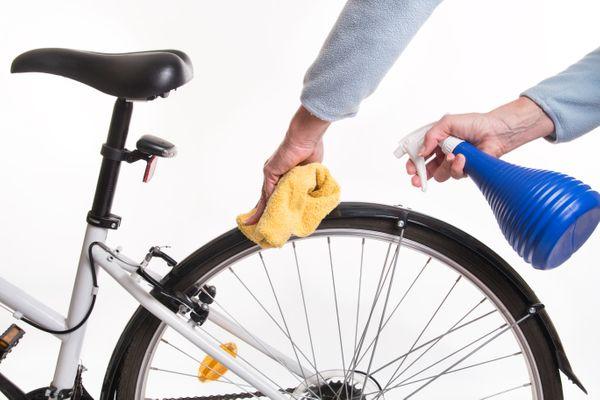 Aprenda o jeito certo de limpar a bicicleta no quadro