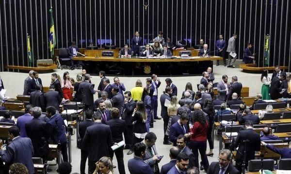 Plenário da Câmara: senadores e deputados se reuniram para votar Orçamento. Crédito: Agência Câmara